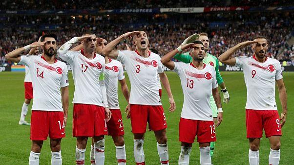 تکرار سلام نظامی جنجالبرانگیز تیم ملی فوتبال ترکیه پس از تساوی در برابر فرانسه
