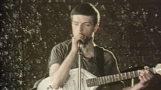 O vocalista dos Joy Division morreu a 18 de maio de 1980, semanas antes do lançamento de LWTA