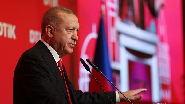 Cumhurbaşkanı Recep Tayyip Erdoğan, Azerbaycan'ın başkenti Bakü'de, Dünya Türk İş Konseyi Bakü Buluşması'na katıldı. Cumhurbaşkanı Erdoğan, programda konuşma yaptı