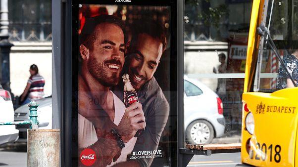 Félmilliós bírságot szabtak ki a Coca-Colára az augusztusi poszterkampány miatt