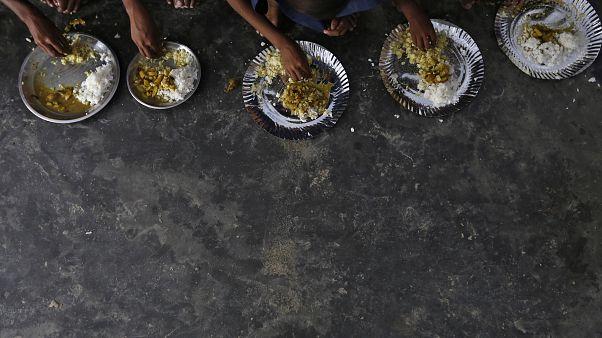ثلث أطفال العالم تقريبا تحت سن 5 سنوات يعانون من سوء التغذية أو السمنة