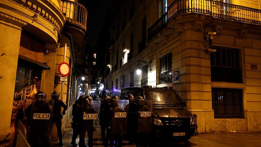 شب ناآرام بارسلون پس از اعلام حکم زندان برای رهبران استقلال طلب کاتالونیا