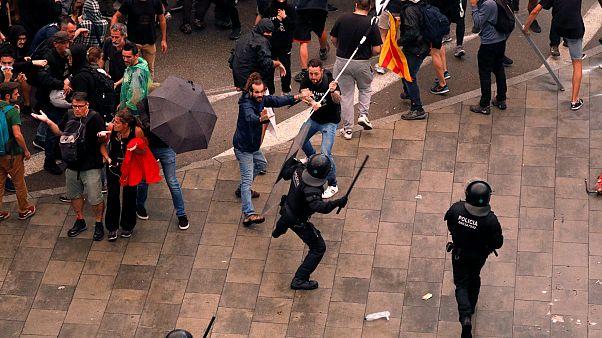 Confrontos entre a polícia e os manifestantes no aeroporto de Barcelona