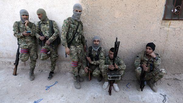 Siria, la Danimarca vuole revocare la cittadinanza ai foreign fighters con doppio passaporto