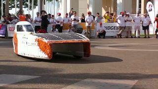 """شاهد: فعاليات سباق بريدجستون """"للسيارات الشمسية"""" في أستراليا"""