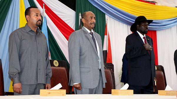 رئيس وزراء إثيوبيا أبي أحمد وزعيم المجلس الانتقالي السوداني الفريق عبد الفتاح العبد الرحمن برهان ورئيس جنوب السودان سلفا كير في جوبا