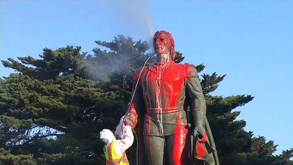 شاهد : هذا ما فعله أميركيون بتمثال كريستوف كولومبوس في عيده السنوي