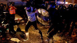 Barselona'da bağımsızlık yanlıları Katalan liderlere hapis cezası sonrası yeniden sokağa çıktı