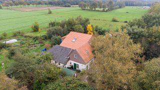 Hollanda'da evin bodrumunda kıyameti bekleyen aile kurtarıldı
