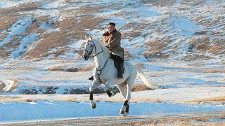 كيم على ظهر حصانه