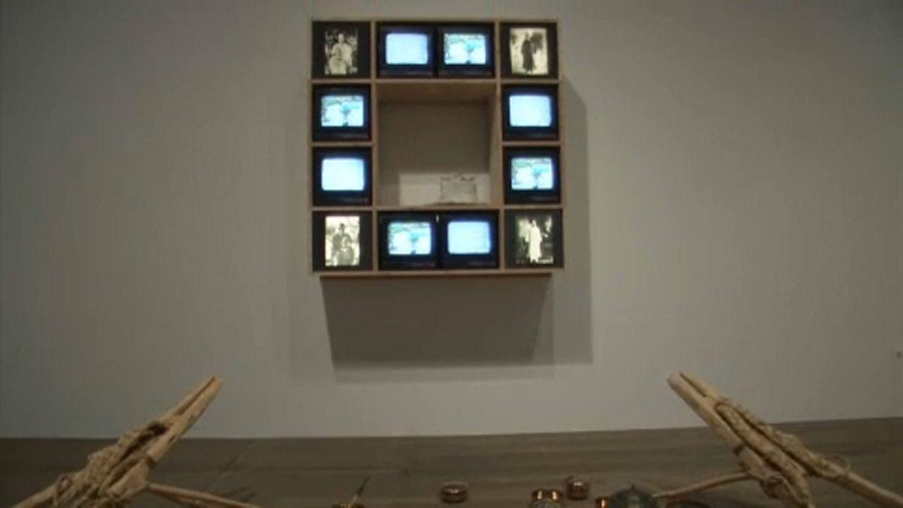 """Rétrospective Nam June Paik, la Tate moderne de Londres honore le """"père"""" de l'art vidéo"""