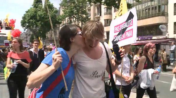 Francia: sì alla PMA per tutte, comprese single e coppie lesbiche