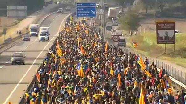 Folytatják a tömeges demonstrációkat a katalán szakadárok