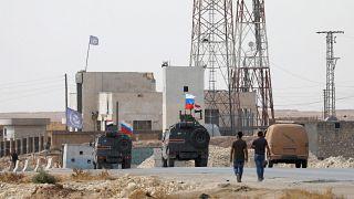شاهد: عملية انتشار قوات تابعة للجيش الروسي والسوري في منبج