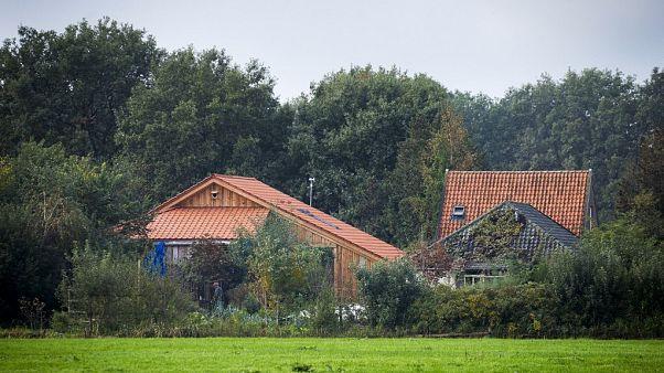 Hollanda'da bağ evinin bodrumunda 'kıyameti bekleyen aile' zorla alıkonulmuş