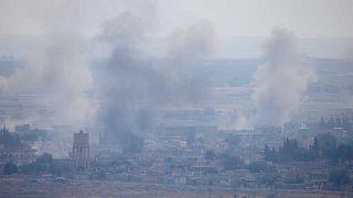Des colonnes de fumée s'élevant de la ville syrienne de Ras al-Aïn, le 17 octobre 2019