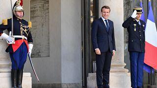 Fransa'da başörtüsü tartışmalarına Cumhurbaşkanı Macron da katıldı; iç savaş uyarısı yaptı