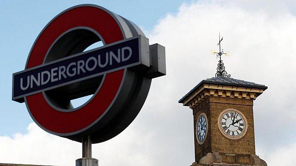 Yokoluş İsyanı'nın eylemleri Londra'da metro seferlerini engelledi, dört kişi tutuklandı