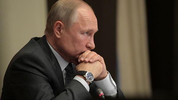 """Путин поручил взяться за """"духовно-нравственное"""" воспитание молодежи"""
