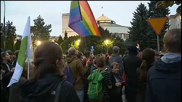 """""""Bigott"""" törvénytervezet ellen tüntettek Varsóban"""