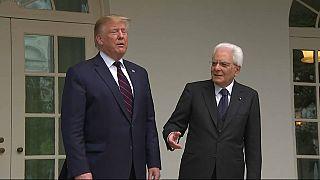 Trump non dà la mano a Mattarella e poi parla di legame millenario tra Usa e Italia
