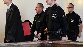 شاهد: محاكمة نازي يبلغ من العمر 93 عاما متهم بقتل 5280 في الحرب العالمية