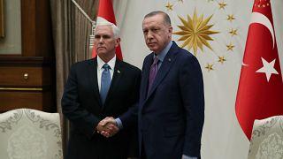 الرئيس التركي رجب طيب أردوغان يستقبل نائب الرئيس الأمريكي مايك بنس في أنقرة