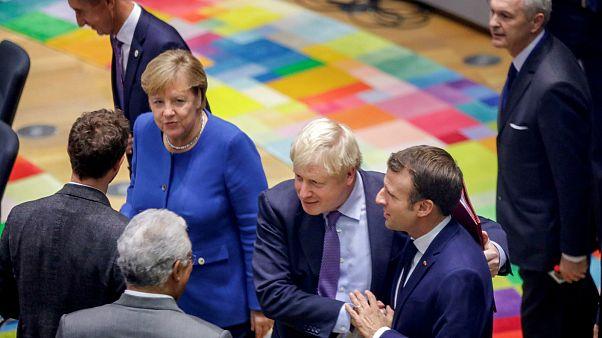 قادة أوروبيون قبيل بدء انعقاد قمتهم الاستثنائية في بر��كسل