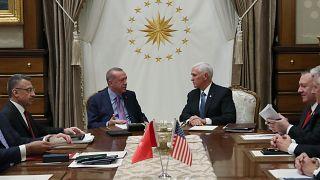 Türkiye Cumhurbaşkanı Recep Tayyip Erdoğan, ABD Başkan Yardımcısı Mike Pence'i kabul etti. Kabulün ardından heyetler arası görüşmeye geçildi. ( Murat Kula - Anadolu Ajansı )