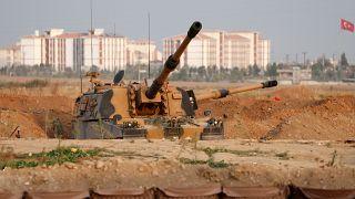 """Syrie : pause dans l'offensive turque, Amnesty évoque des """"crimes de guerre"""""""