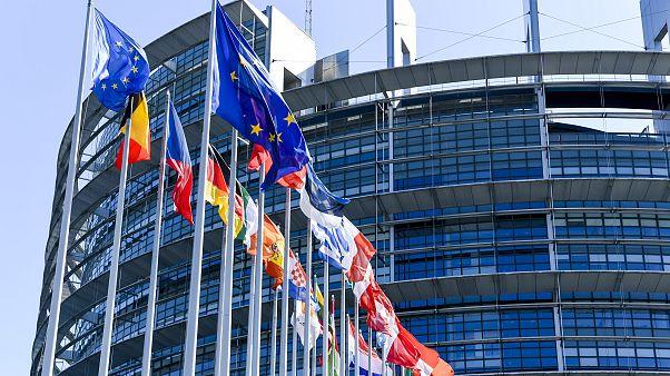 ΕΕ: Δεν υπήρξε συμφωνία για έναρξη ενταξιακών διαπραγματεύσεων με Β.Μακεδονία και Αλβανία
