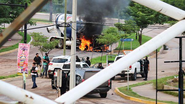 """Un fils du Mexicain """"El Chapo"""" arrêté, puis libéré par des narcos surarmés"""