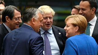 [EZT LÁTTA?] Orbán árnyékként követte Boris Johnsont az EU-csúcson