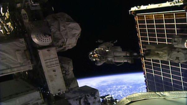 Uzay yürüyüşünü ilk kez tamamı kadınlardan oluşan bir ekip yaptı