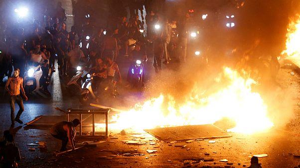 تظاهرات در لبنان؛ اعتراض به وضع مالیات بر مکالمات واتساپ