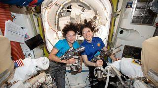 A két űrsétáló