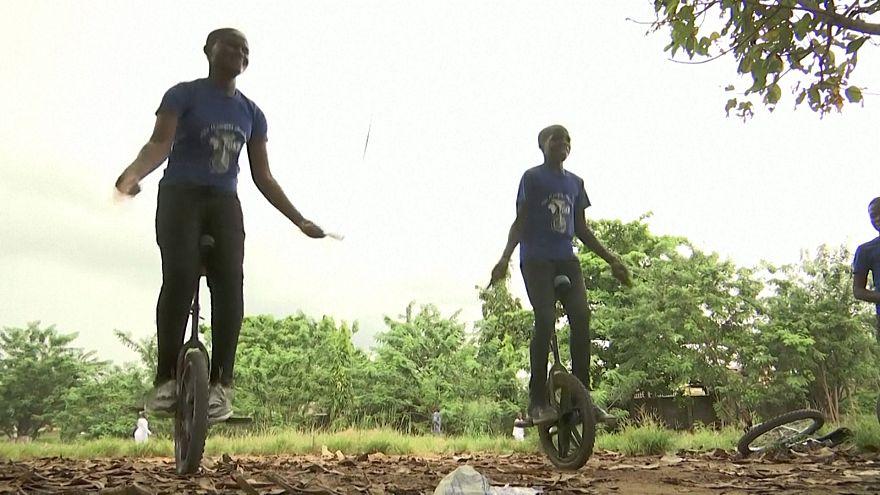 A monocycle dans les rues de Lagos