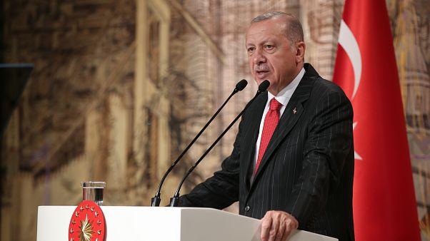 Cumhurbaşkanı Recep Tayyip Erdoğan, Dolmabahçe Çalışma Ofisi'nde yabancı basın mensuplarıyla bir araya geldi.