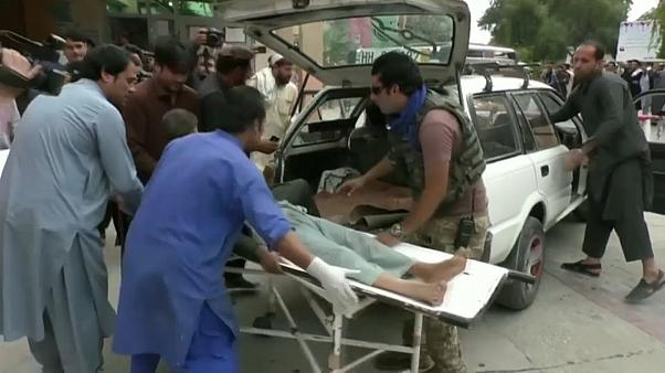 Al menos 62 muertos en el sangriento atentado en una mezquita en Afganistán