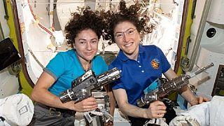 Erstmals zwei Astronautinnen im All-Einsatz