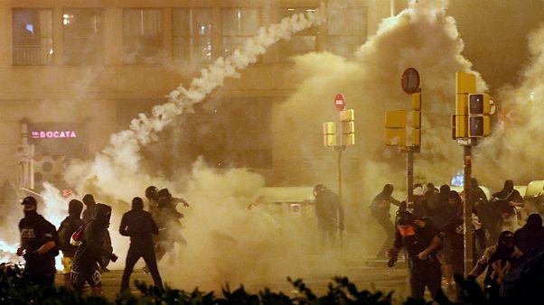 دستکم ۱۸۲ زخمی و ۸۳ بازداشتی در پی درگیریهای کاتالونیای اسپانیا