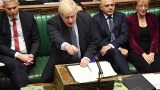 رئيس الوزراء البريطاني بوريس جونسون خلال جلسة البرلمان البريطاني السبت. 2019/10/19