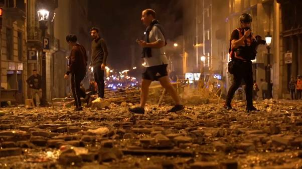 Schwere Ausschreitungen in Barcelona: Madrid erhöht Druck