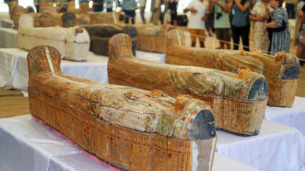 فيديو: كنز أثري كبير يكشف عنه في مصر.. 30 تابوتا فرعونيا خشبيا من القرن العاشر قبل الميلاد