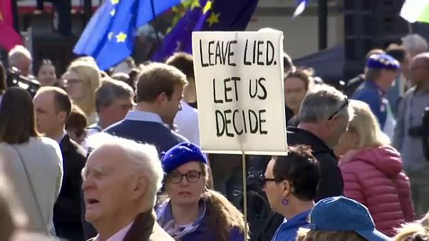 Opositores ao Brexit invadem Londres