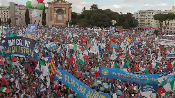 Italia, opposizione in piazza
