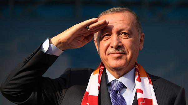 Erdogan amenaza con 'aplastar cabezas' si los kurdos no retiran sus tropas