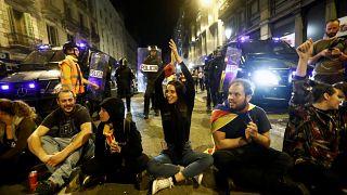 Violência abranda e Catalunha vive uma noite de protestos mais calma