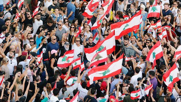 مظاهرة احتجاجية لآلاف اللبنانيين ضد الحكومة وسط بيروت - 2019/10/19