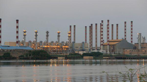 İran'ın Abadan petrol rafinerisi